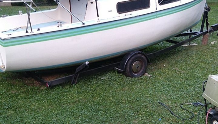 23 ' Aquarius sailboat . Trailer 2500 1973