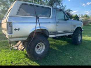 1994 ford Bronco 4×4 with 35 inch tires. Does not run